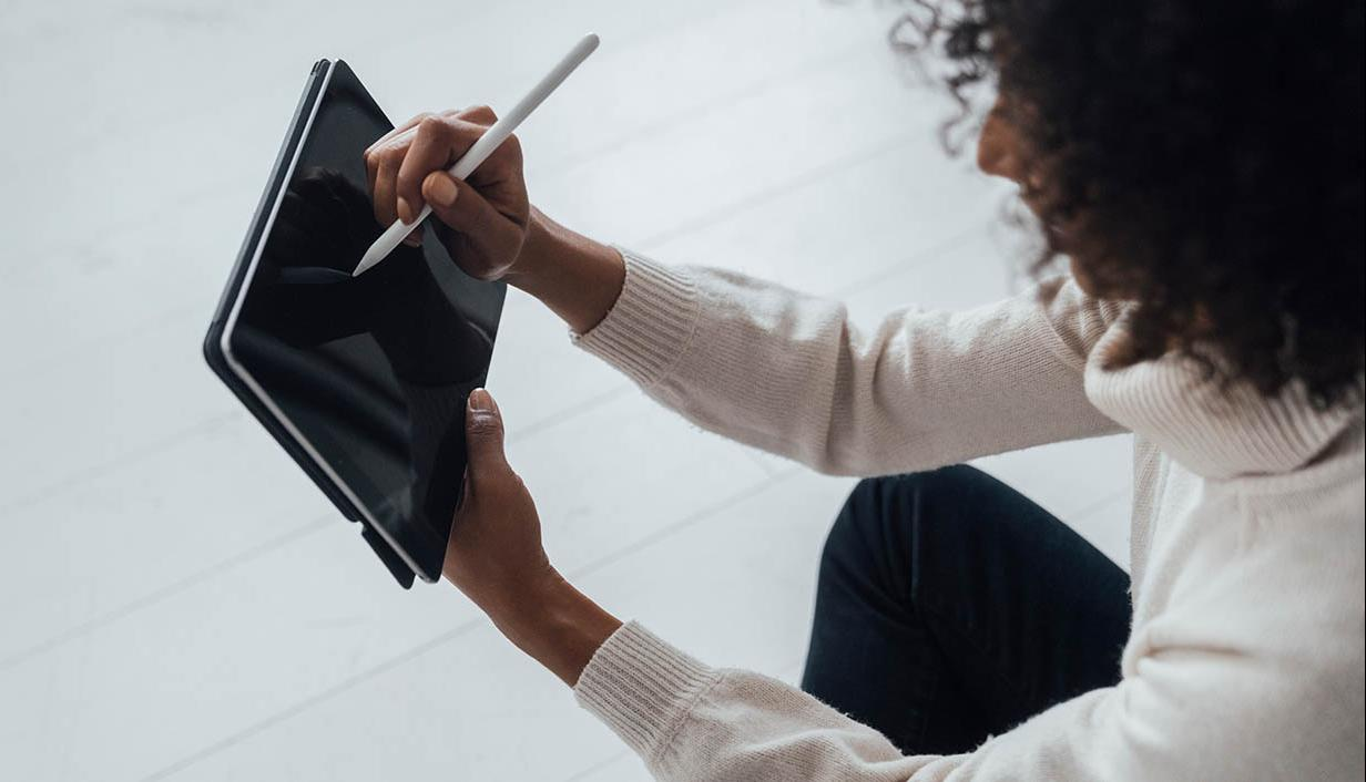 woman on ipad with stylus