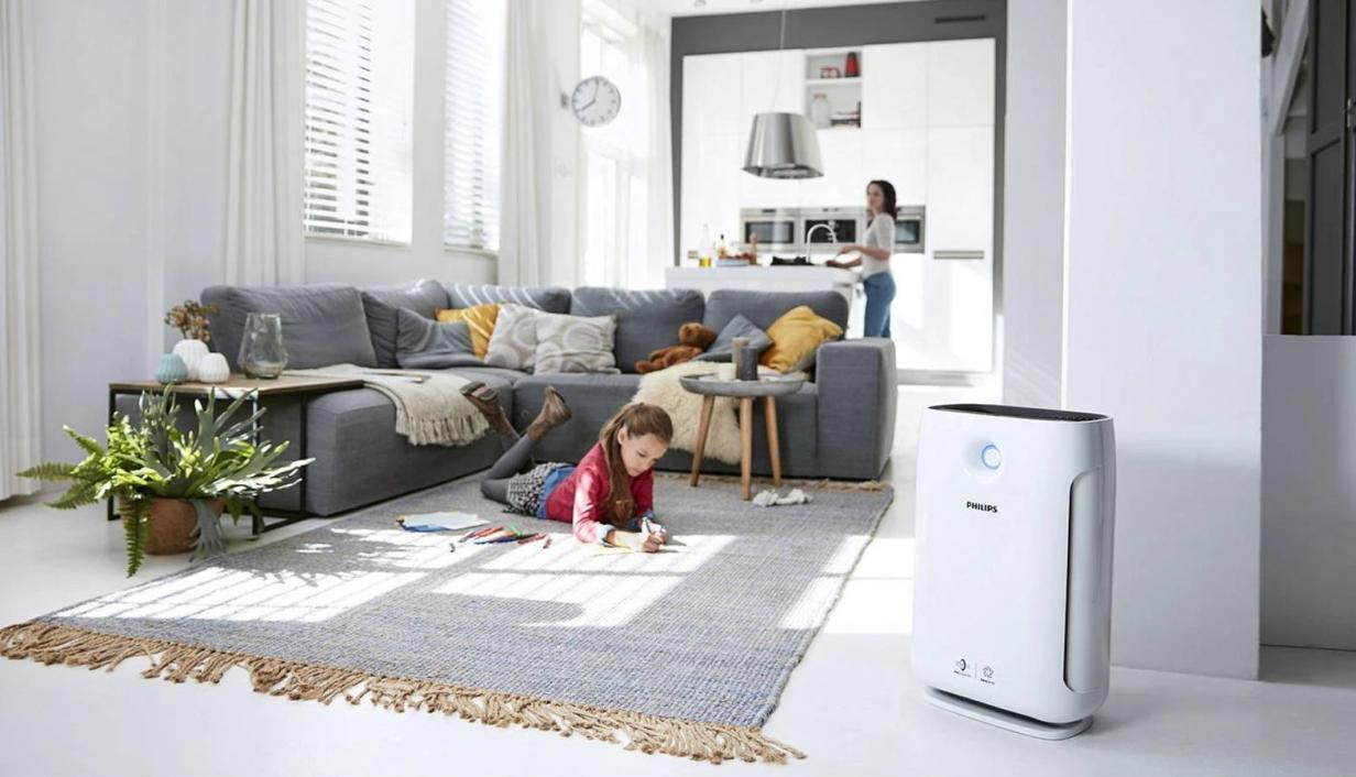 Family sitting a living room with Philips air purifier