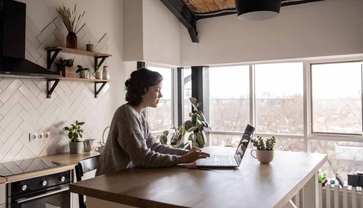 Woman sitting at a desk with laptop